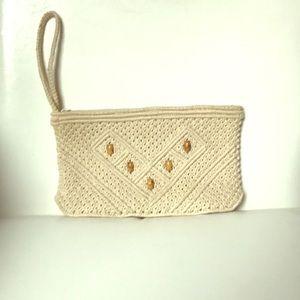 Wristlet crochet with beads design